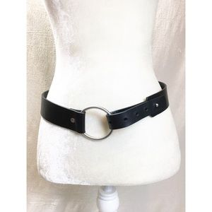 Banana Republic Wide Black leather ring close belt